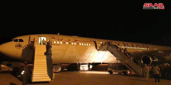 وصول طائرة تقل الدفعة الثانية من الطلاب السوريين الدارسين في الهند وشحنة من الأدوية المخصصة للتصدي لكورونا