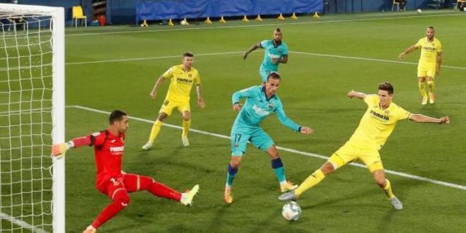 برشلونة يفوز على فياريال في الدوري الإسباني لكرة القدم