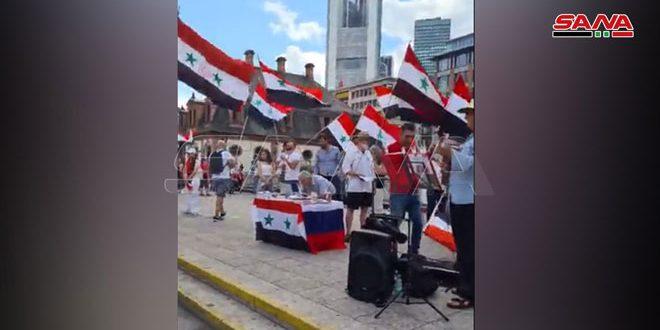 وقفة احتجاجية لأبناء الجالية السورية في فرانكفورت ضد قانون قيصر