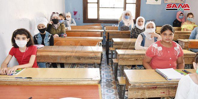 إقبال ملحوظ على دورات الفاقد التعليمي لتلاميذ الفئة (ب) للتعليم الأساسي في محافظات دير الزور وحلب ودرعا