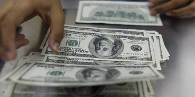 ارتفاع أسعار الدولار بعد أسوأ شهر في 10 سنوات