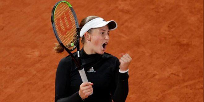 أوستابنكو تطيح ببليسكوفا خارج بطولة فرنسا المفتوحة للتنس