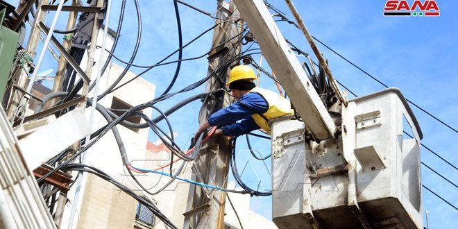 إعادة عدد من شبكات النقل الكهربائي المتوسط والمنخفض في الحسكة والقامشلي إلى الخدمة