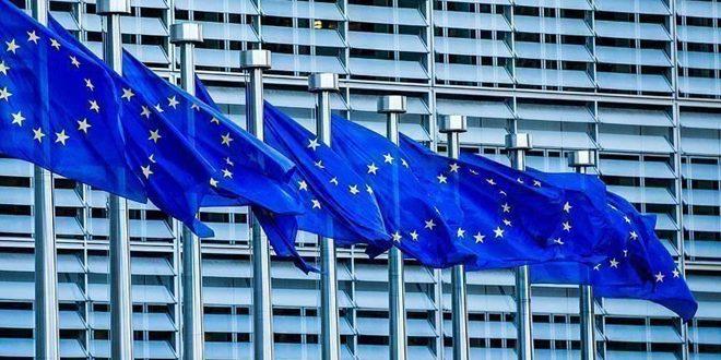 صحيفة بريطانية: الاتحاد الأوروبي يخطط لمحاربة هيمنة الدولار في الأسواق العالمية