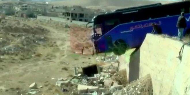 إصابة 15 شخصاً إثر تصادم حافلة وسيارة على أوتوستراد دمشق حمص