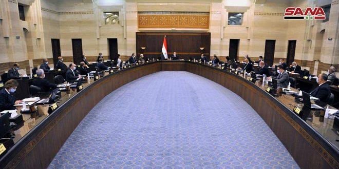 مجلس الوزراء يطلب تمديد العمل بقرار توقيف العمل أو تخفيض نسبة دوام العاملين في الجهات العامة