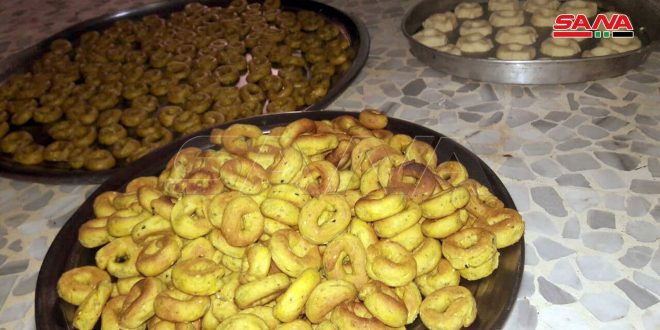 الحلويات المنزلية.. عادات وطقوس لا تكتمل بهجة العيد دونها في حماة