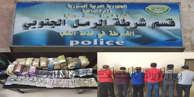 القبض على أفراد شبكة تتعامل بغير الليرة السورية وتروج العملة الأجنبية باللاذقية