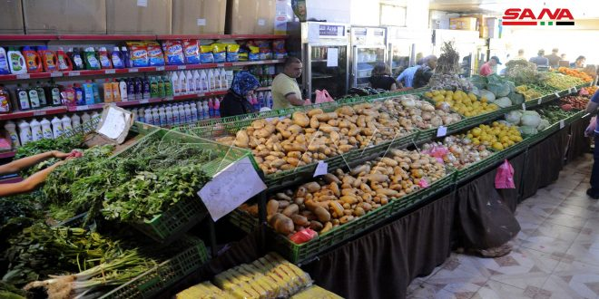 السورية للتجارة فرع دمشق: بيع 2250 سلة غذائية و148 طنا من الخضار والفواكه خلال رمضان