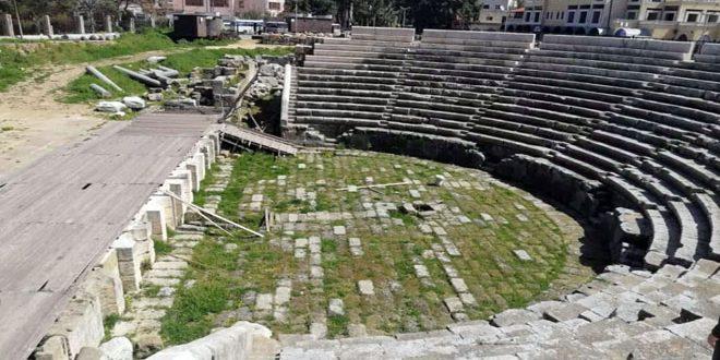 مدرج المسرح الروماني بمدينة جبلة… حاضرة أثرية تاريخية تروي حكاية حضارات