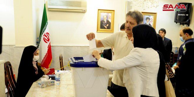 الإيرانيون المقيمون بسورية يدلون بأصواتهم في إطار الانتخابات الرئاسية الإيرانية