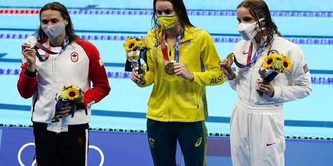 السباحة الأسترالية ماكيون تتوج بذهبية 100 متر ظهر في أولمبياد طوكيو