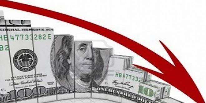 الدولار قرب أدنى مستوياته في شهر