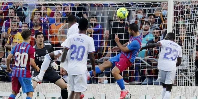 ريال مدريد يفوز على برشلونة في الدوري الإسباني